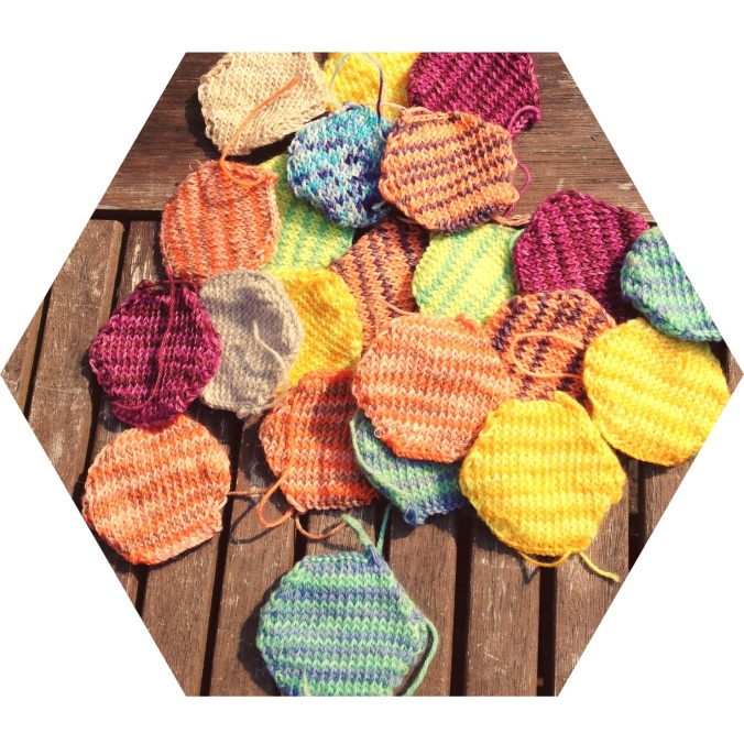 Hexagonal knitted pieces