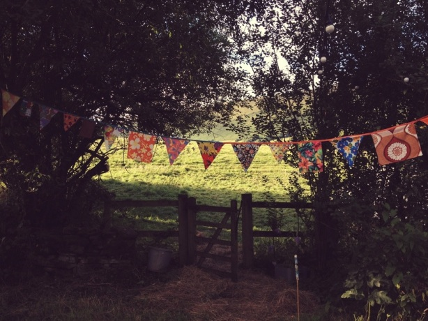 Little Stitch Blog: Bunting over the gate